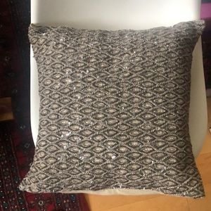 """POTTERY BARN 18""""x18"""" Accent Pillow"""